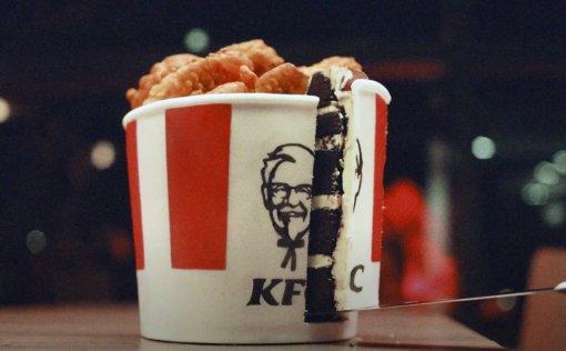 KFC вернула слоган обоблизывании пальцев вновом видео