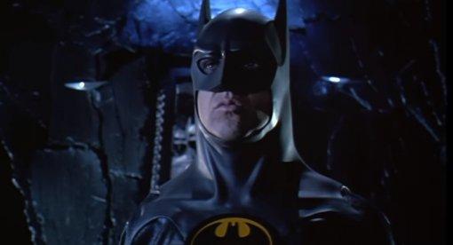 Режиссёр фильма «Флэш» показал костюм Бэтмена Майкла Китона сотсылкой к«Хранителям»