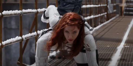 Marvel показала постер «Чёрной вдовы» ивысмеяла супергеройское приземление Наташи
