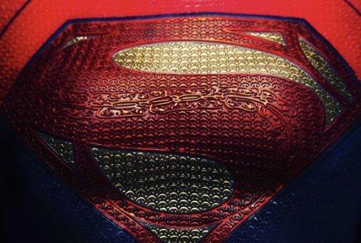 Летающая Супергёрл, машина Бэтмена иЧудо-женщина: вышли фото ивидео съёмок «Флэша»