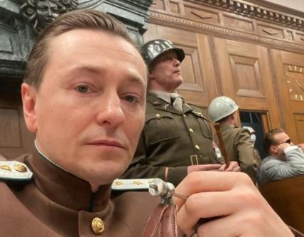 Упавшая декорация убила рабочего на съёмках фильма «Нюрнберг» с Безруковым