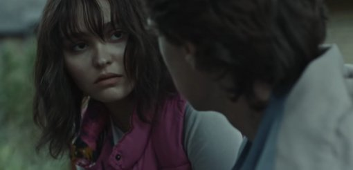 Focus Features показала трейлер триллера «Волк» сЛили-Роуз Депп иДжорджем Маккэем